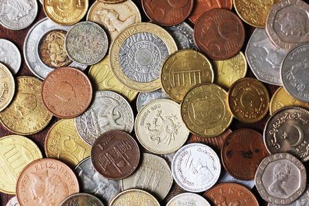 monete antiche: Quadro completo di monete metalliche da Countrie diversi, tra cui nuove e vecchie monete Archivio Fotografico