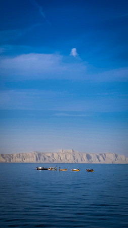 Beautiful view of boats fishing in the sea in gawadar, balochistan, pakistan Foto de archivo - 121490953