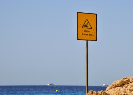 바다 휴가 조심하고 신중해야한다. 스톡 콘텐츠
