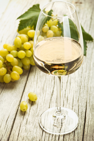 white wine, grapes