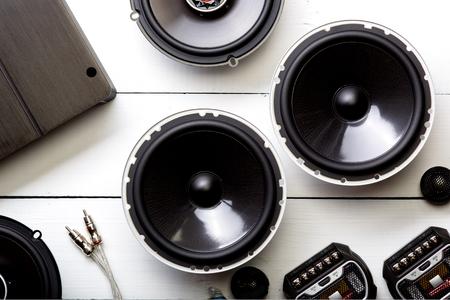 car audio, altoparlanti per auto, subwoofer e accessori per il tuning. Vista dall'alto