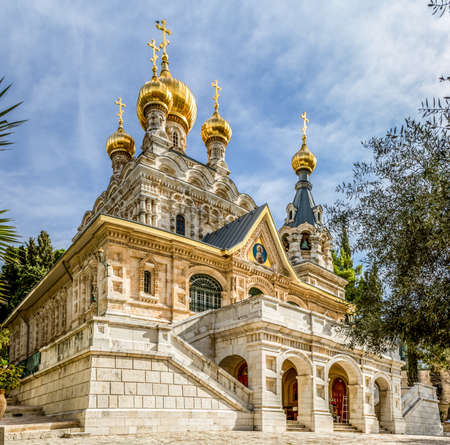 ortodox: JERUSALEM, ISRAEL - JANUARY 5: The Church of Mary Magdalene or Russian Ortodox Convent of St. Mary Magdalene, Mount of Olives in Jerusalem, Israel on January 5, 2016