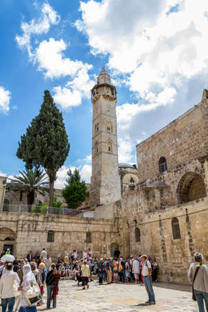 church of the holy sepulchre: JERUSALEM, ISRAEL - OCTOBER 12: People in the square in front of the Church of the Holy Sepulchre in Jerusalem, Israel on October 12, 2015