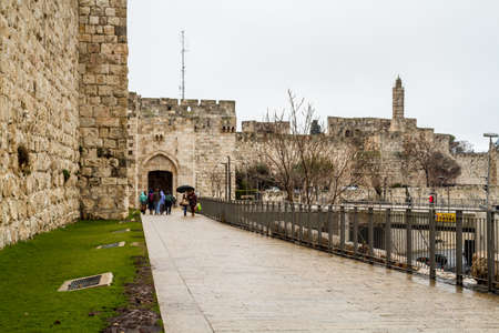 JERUSALEM, ISRAEL - JANUARY 26: Jaffa Gate of the Old City of Jerusalem on a winter day after rain in Jerusalem, Israel on January 26, 2016 Imagens - 52388531
