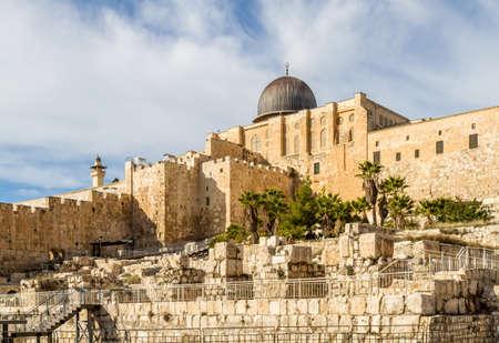 temple mount: JERUSALEM, ISRAEL - JANUARY 5: Al-Aqsa Mosque, Temple Mount in Old City of Jerusalem, Israel on January 5, 2016 Editorial
