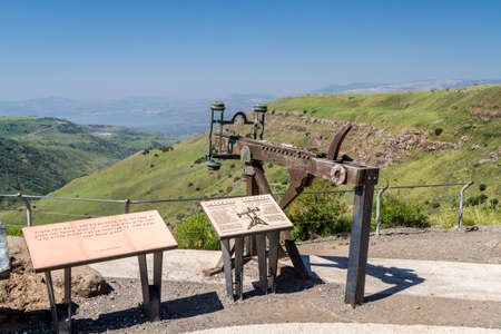 catapult: Ancient wooden catapult, reconstruction of a Roman ballista in the Gamla Nature Reserve, Israel Stock Photo