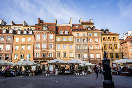 stare miasto: WARSAW, POLAND - SEPTEMBER 17: The Old Town Market Square in Historic Centre of Warsaw, Poland on September 17, 2016 Editorial