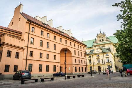stare miasto: WARSAW, POLAND - SEPTEMBER 27: View of the Dziekanka Inn - historic building in Warsaw and the Carmelite Church from northwest, Krakowskie Przedmiescie in Warsaw, Poland on September 27, 2016 Editorial