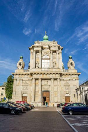 stare miasto: WARSAW, POLAND - SEPTEMBER 27: Church of the Assumption of the Virgin Mary and of St. Joseph or Carmelite Church, Krakowskie Przedmiescie in Warsaw, Poland on September 27, 2016 Editorial