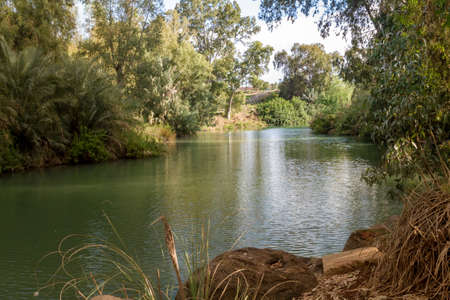 Shores of Jordan River at the Yardenit Baptismal Site, Israel Standard-Bild