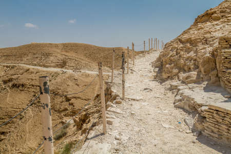 Trail near the monastery of Saint George of Choziba in Judaean Desert in the Holy Land, Israel Imagens