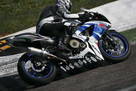 pista: moto sport on track Editorial