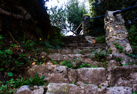 Stairway stones with plants in saint-paul-de-Vence France Banque d'images - 111525397