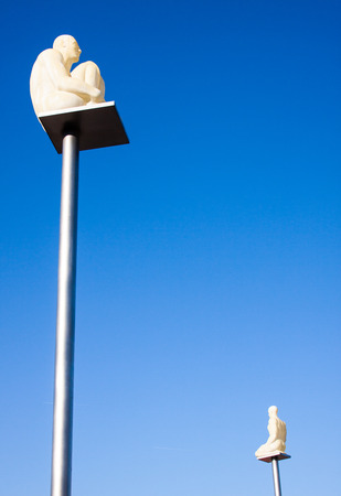 statue of a crouched man on a top of a pole in Nice France Banque d'images - 118508957