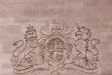 A bas-relief of the arms of the order of the Garter in London Banque d'images - 112407543