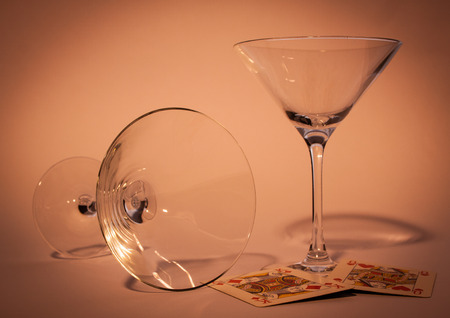 two glasses with violet background one standing and one down Banque d'images - 122883460