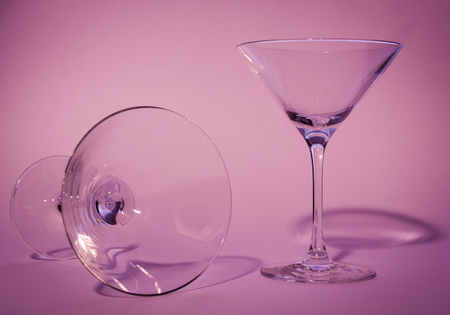 two glasses with violet background one standing and one down Banque d'images - 122883495