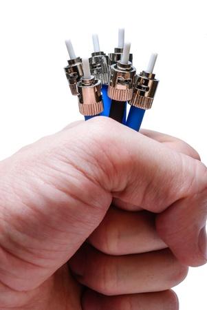 fibra óptica: Varios conectores ópticos de tipo ST en la mano aisladas sobre un fondo blanco dirigida hacia arriba