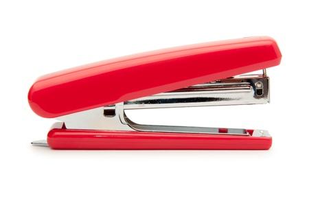 grapadora: Red grapadora aislado en un fondo blanco
