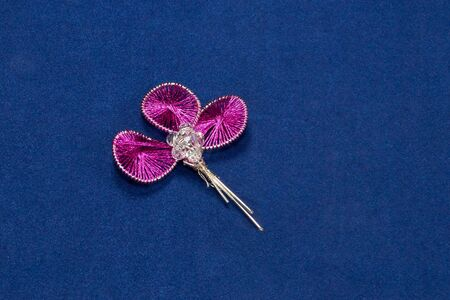 wirework: Ganutell modern pink wire-work with beads on violet background