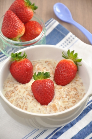 Haferscbrei with strawberries photo
