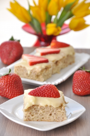 Strawberry Vanilla Cake Stock Photo - 18307293