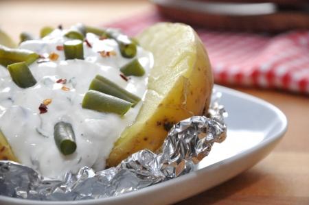 pomme de terre: Baked potato with beans Stock Photo