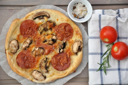 Tomato Salamipizza photo