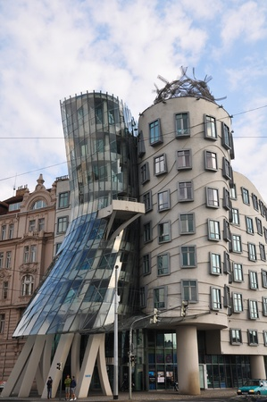 the dancing house: Dancing House en Praga en la Rep�blica Checa Editorial