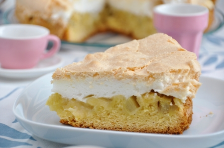 Rhubarb Meringue cake Standard-Bild