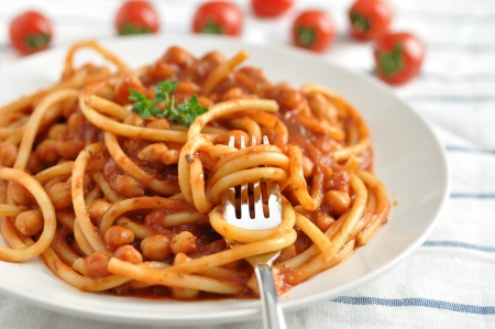 Spaghetti with tomato sauce and beans Standard-Bild