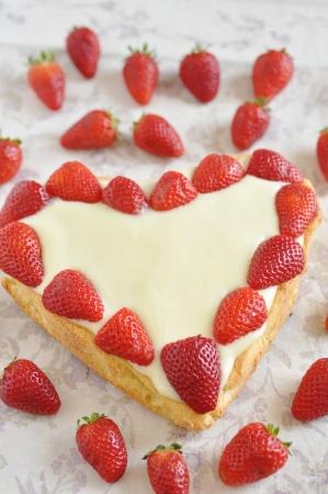 Heart Shaped Vanilla Cake with strawberries Stock Photo - 19395810