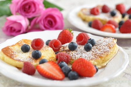 Heart Shaped Pancakes with fresh berries Stock fotó