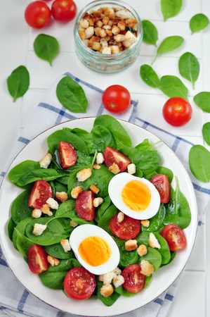 Healthy Spinach Salad with Tomatoes photo