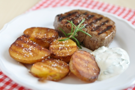 potato wedges: Steak with potato wedges