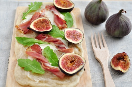 Tarte with figs photo