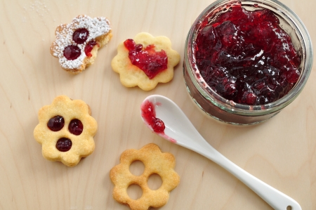 Linzer Cookies Stock Photo - 21691421