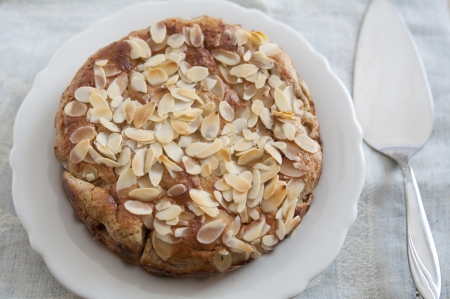 apple tart: Almond Cake