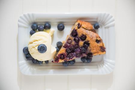 confiserie: Almond Blueberry Cake