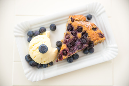 confiserie: Almond Blueberry Cake