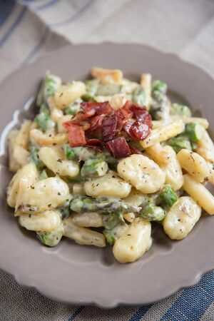 downloaded: Gnocchi with asparagus and bacon