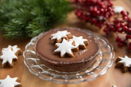 cioccolato natale: Chocolate Christmas Cake with cinnamon star cookies