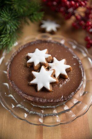 cioccolato natale: Chocolate Christmas Cake with cinnamon star cookies