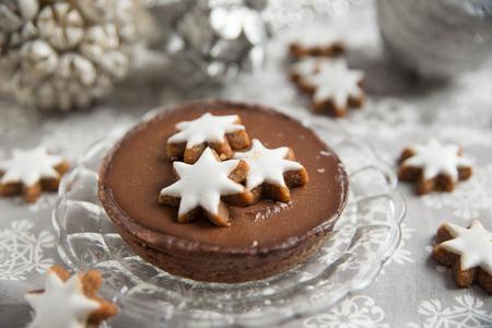 cioccolato natale: Torta al cioccolato di Natale con i biscotti alla cannella stella