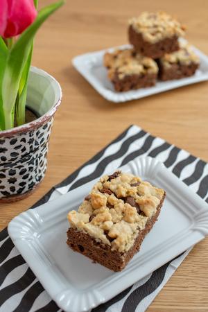 Rhubarb Crumble Cake Standard-Bild - 100596605
