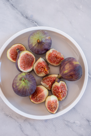 figs display in the plate background.