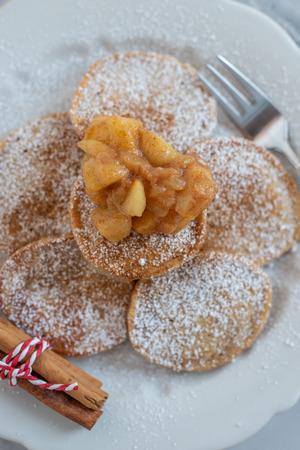 Apple pancakes Standard-Bild