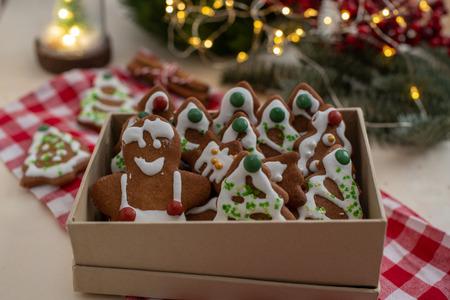 Gingerbread cookies Standard-Bild - 111791195