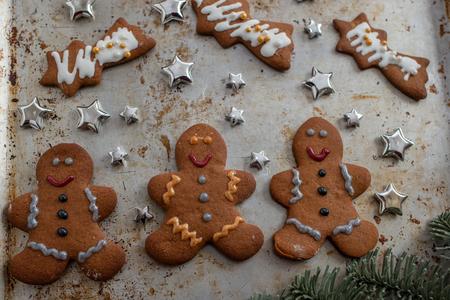 Gingerbread cookies Standard-Bild - 111791203