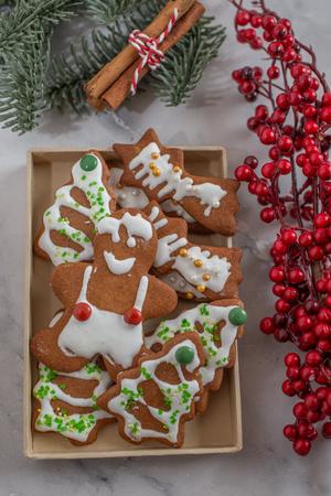 Gingerbread cookies Standard-Bild - 111791205